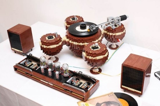 The-LEGO-Turntable_1-640x4264