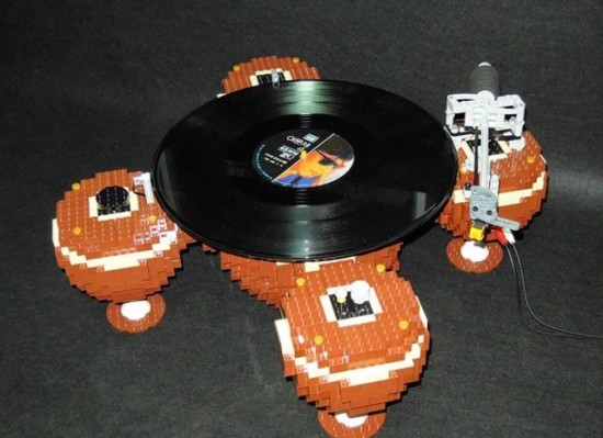 The-LEGO-Turntable_3-640x4642